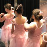 backstage girls (2)